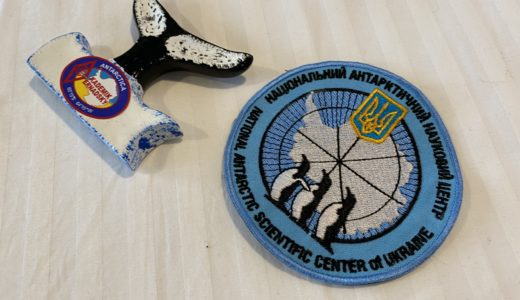 【南極クルーズ編⑧】ベルナツキー基地では米ドル現金持参必須!世界最南端のお土産を買い逃すな!
